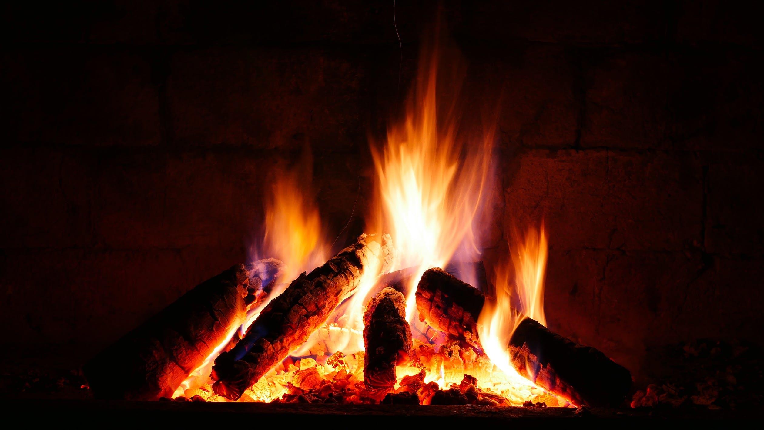 Vatra u kaminskom ložištu